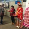 前綫新春團隊到九龍灣地鐵站派利是